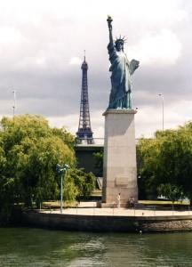 Eiffelturm und Freiheitsstatue - als Replik