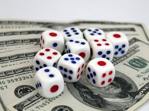640px-White_dices_and_US_Dollars