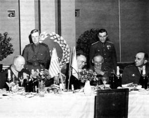 512px-Zhukov_Eisenhower_Montgomery_de_Lattre