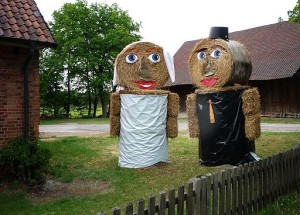 Straw_sculptures_in_Müden-Örtze