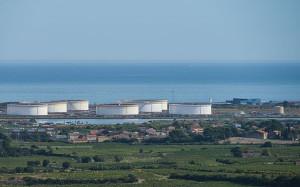 Oil_depot,_Frontignan,_Hérault_02