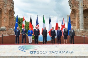 G7_Taormina_family_photo_2017-05-26