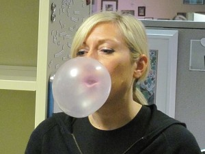 Blowing_bubble_gum