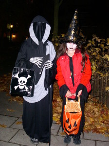 512px-Trick_or_treat_in_sweden