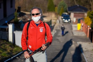 1024px-Man_with_a_protective_mask,_Czechia_April_2020_01